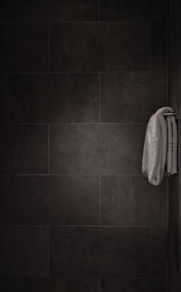 Come scegliere le piastrelle per un bagno in legno