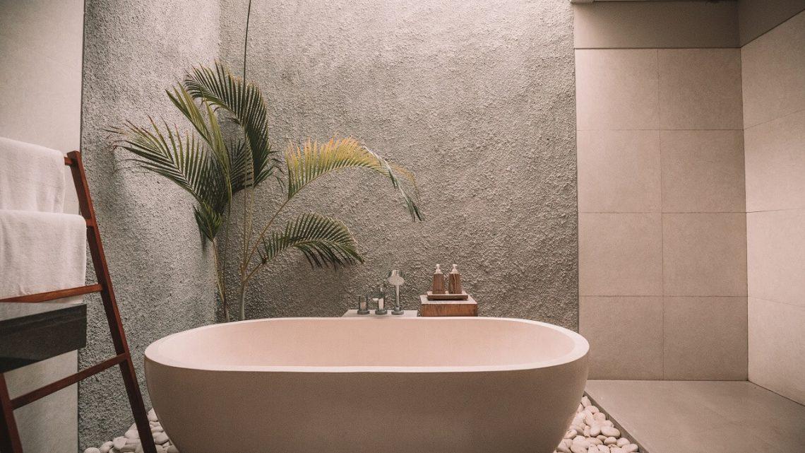 Come scegliere le piastrelle in un bagno in legno