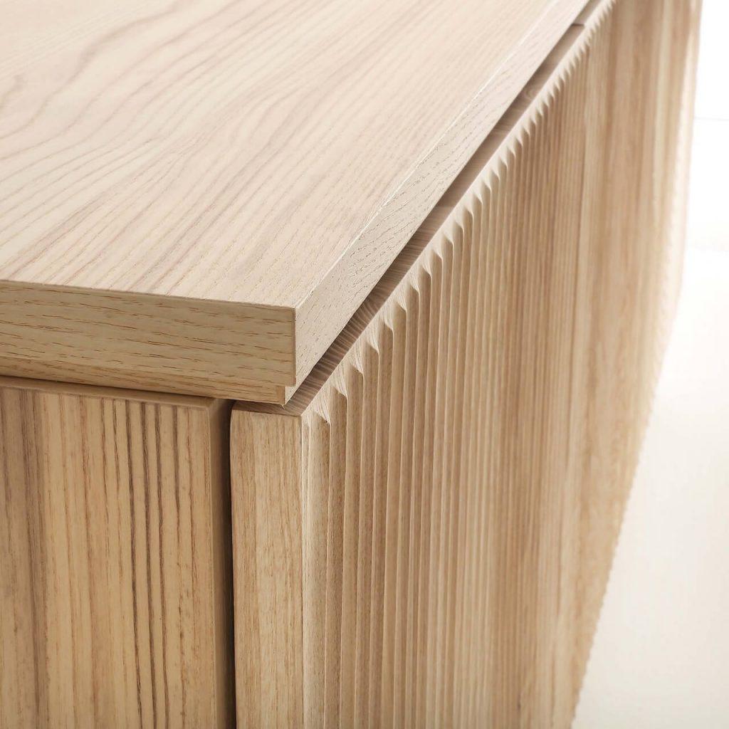 Madia moderna realizzata in legno massello