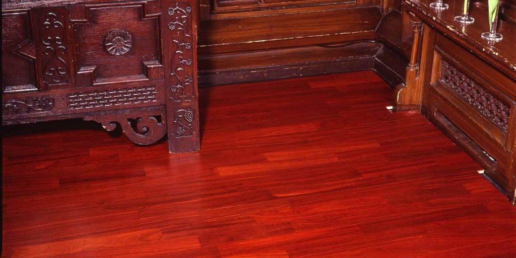 Parquet rosso in legno Padouk